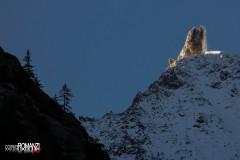 Ultimi raggi di sole sul maestoso Dente del Gigante (Courmayeur)