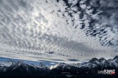 Sotto un mosaico di nuvole risplende la Valle di Clavalité (Fénis)