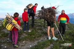 Arrivo sulla Punta di Met con la legna sulla schiena