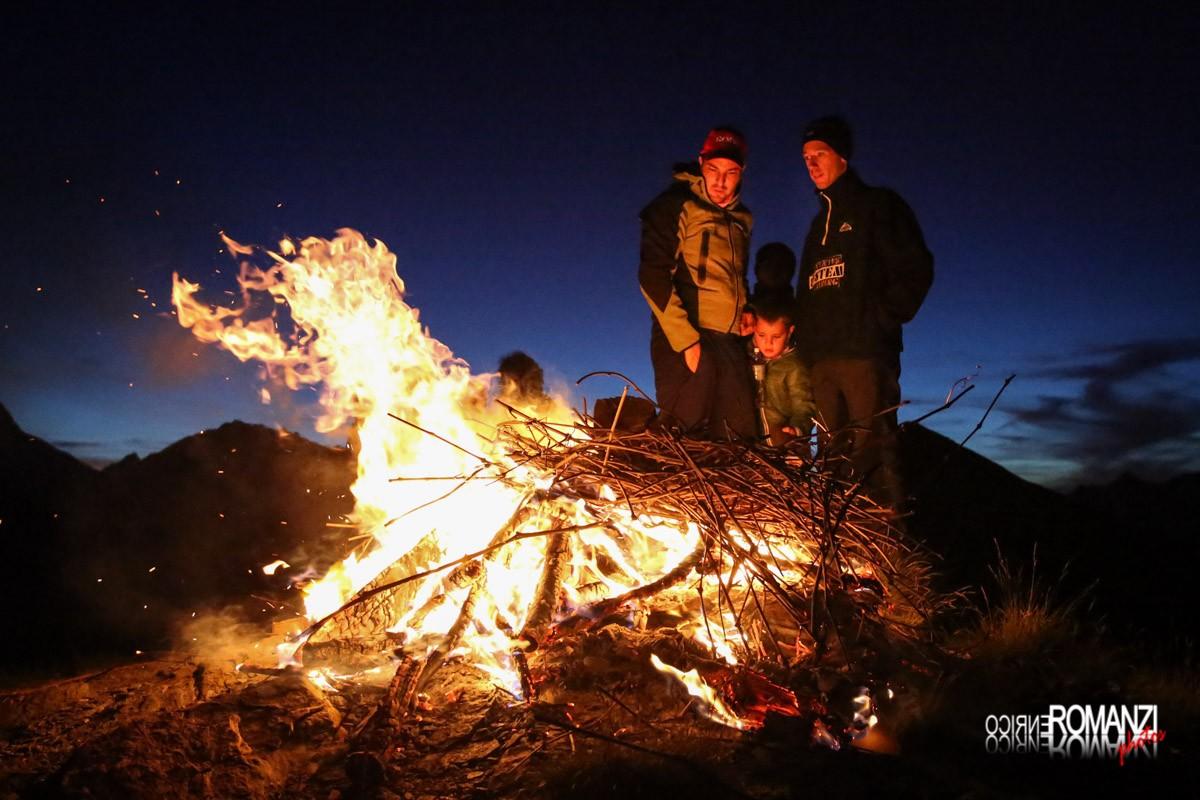 Si chiacchiera davanti al fuoco